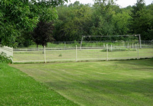 residential classic 3 rail ornamental fence