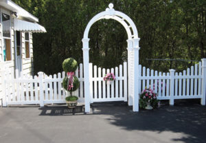 residential Georgia concave pvc fence with arbor